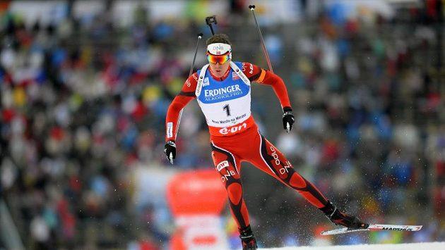 Emil Hegle Svendsen z Norska finišuje do cíle.