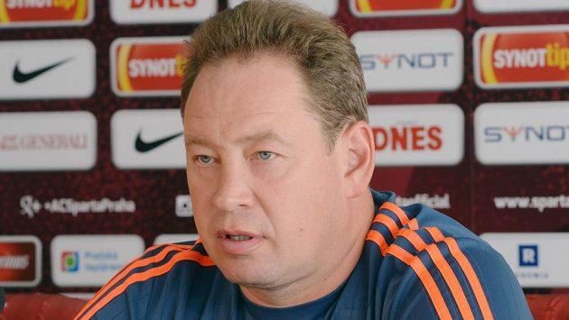 Trenér CSKA Moskva Leonid Sluckij na tiskové konferenci před odvetným duelem 3. předkola Ligy mistrů se Spartou.