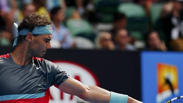 Rafael Nadal s přísným výrazem při utkání s Japoncem Nišikorim.