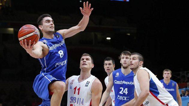 Ani výborný výkon Tomáše Satoranského (vlevo) českým basketbalistům nepomohl, do semifinále ME postoupili Srbové.