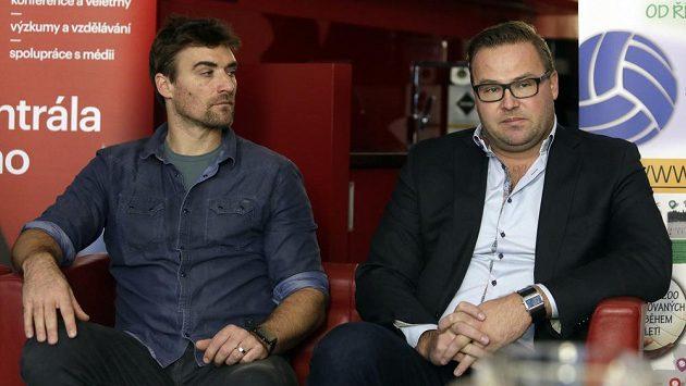 Trenér Simon Nausch (vlevo) a Martin Lébl na tiskové konferenci k akci Zažij beachvolejbal.