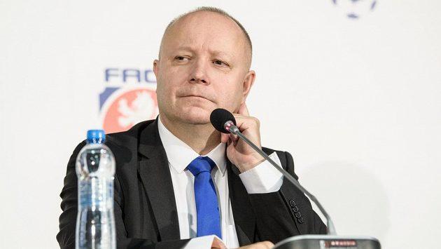 Neuspěšný kandidát na předsedu FAČR z r. 2017 Petr Fousek během mimořádné Valné hromady FAČR.