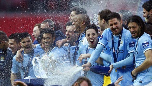 Fotbalisté Manchesteru City slaví triumf v Anglickém poháru.