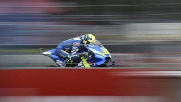 Jezdec kategorie MotoGP Joan Mir ze Španělska v tréninku na Velkou cenu České republiky v Brně.
