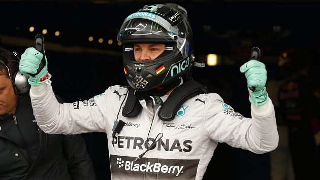 Nico Rosberg se raduje z vítězství v kvalifikaci na GP Velké Británie.