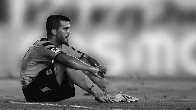Řecký fotbalista Nikos Tsoumanis zemřel násilnou smrtí, bylo mu 31 let.
