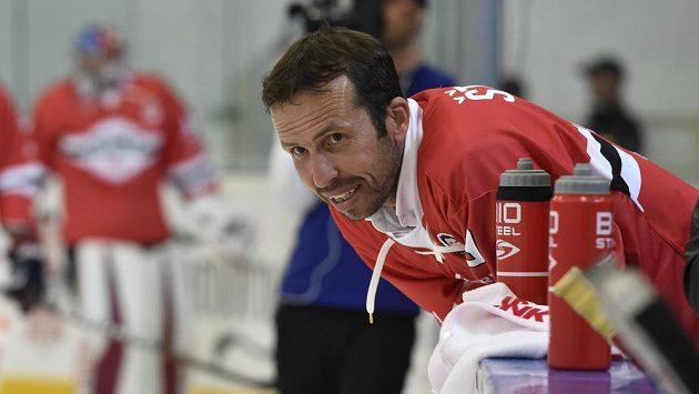 Tenista Radek Štěpánek nedávno vedl při hokejové exhibici jako trenér Havlát Team.