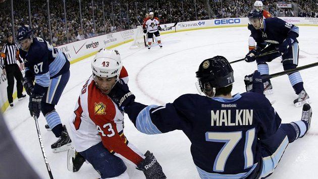 Jevgenij Malkin v pátečním duelu s Floridou.