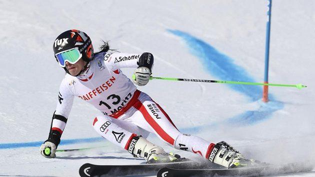 Anna Veithová musí na další operaci a na čas opět skončila s lyžováním.