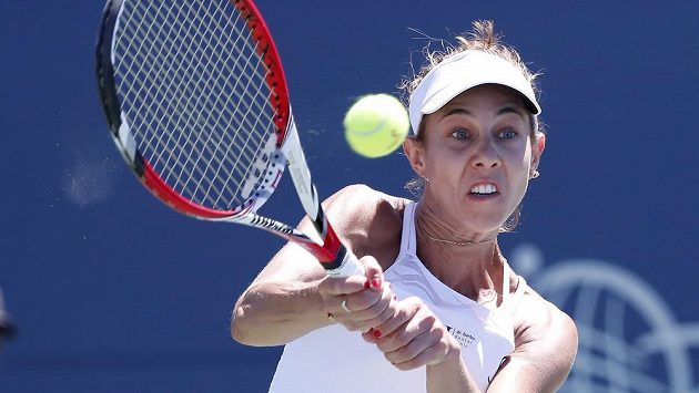Rumunská tenistka Mihaela Buzarnescuová v akci na turnaji v americkém San Jose.