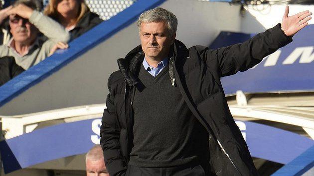 Kouč Chelsea Mourinho (na snímku) je podle Mortena Olsena nebezpečím pro fotbal.