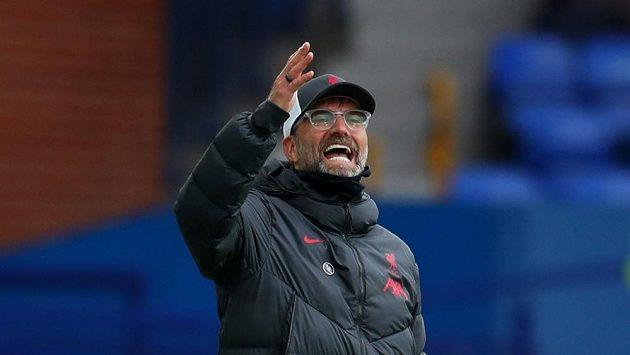 Německý trenér Liverpoolu Jürgen Klopp během utkání Premier League na hřišti městského rivala z Evertonu.