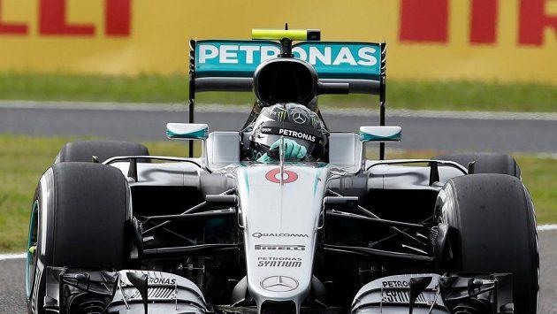 Nico Rosberg s vozem Mercedes při kvalifikaci na Velkou cenu Japonska F1.