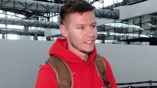 Sprinter Pavel Masák při odletu na Světové štafety do Jokohamy.