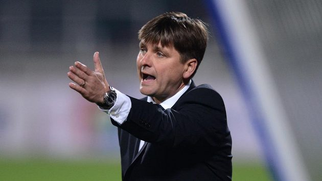 Trenér Viktorie Plzeň Dušan Uhrin mladší.