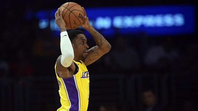 Kentavious Caldwell-Pope z Los Angeles Lakers v duelu s Chicagem.