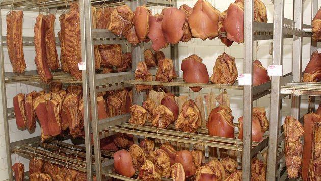 Dveře od mrazáku se zavírají a maso pomalu mizí z jídelníčku.