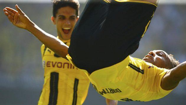 Dortmundský Pierre-Emerick Aubameyang dvakrát metal salta na olsavu gólu.