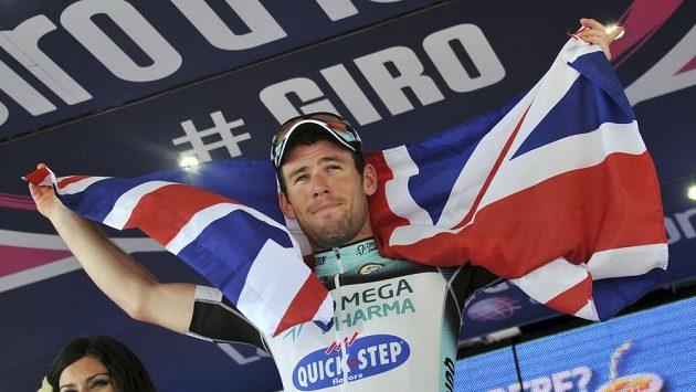 Britský jezdec Mark Cavendish slaví vítězství v 13. etapě Giro d´Italia.