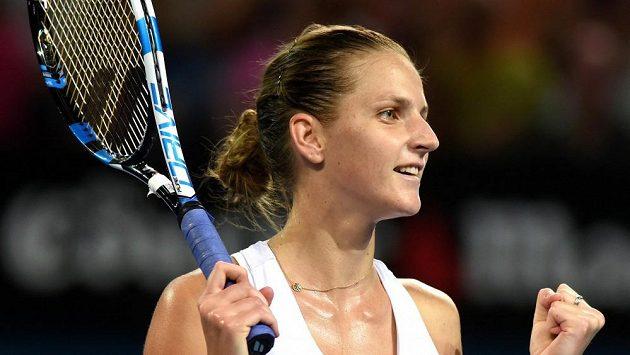 Česká tenistka Karolína Plíšková se raduje z vítězství na turnaji v Brisbane.