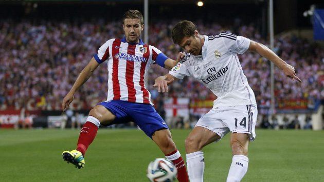 Xabi Alonso (vpravo) ukončil reprezentační kariéru.