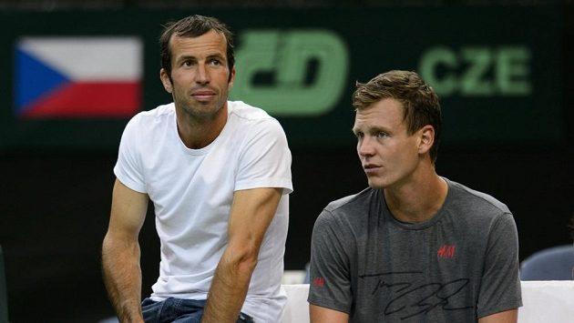 Čeští reprezentanti Tomáš Berdych (vpravo) a Radek Štěpánek na otevřeném tréninku před semifinále tenisového Davisova poháru Česko - Argentina.