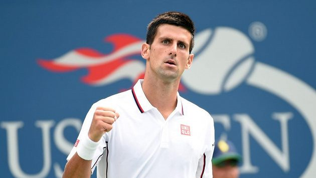 Srb Novak Djokovič se raduje z postupu do osmifinále US Open.