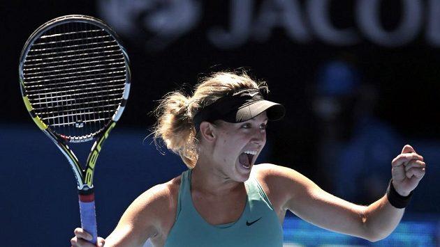 Eugenie Bouchardová se raduje z postupu do semifinále na Australian Open.