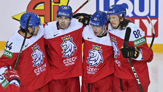 Češi se radují z gólu proti Švédům. ZlevaMatěj Stránský,Filip Chytil, autor branky Jakub Vrána a Libor Šulák.