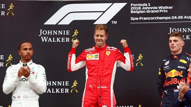 Velkou cenu Belgie formule 1 vyhrál Sebastian Vettel na Ferrari, druhý dojel Lewis Hamilton z Mercedesu. Třetí příčku vybojoval Max Verstappen na Red Bullu.