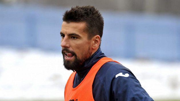 Milan Baroš musí na fotbal minimálně půl roku zapomenout.
