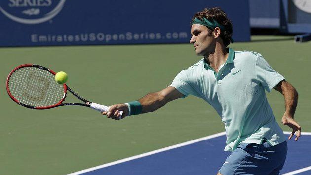 Švýcar Roger Federer v utkání proti Vaskovi Pospisilovi.
