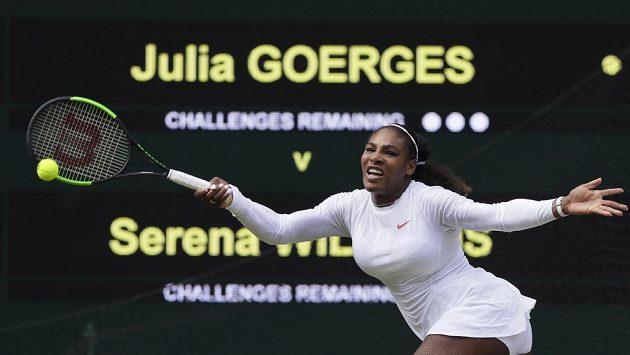 Americká tenistka Serena Williamsová neměla v semifinále Wimbledonu s Němkou Julií Görgesovou problém a opět si zahraje o cennou trofej.