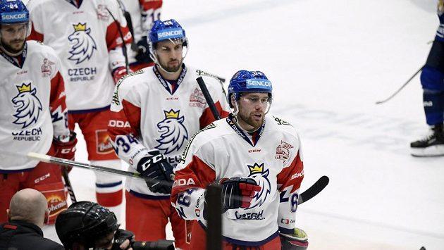 Čeští hokejisté slaví. V utkání Channel One Cupu ve Finsku se jim povedl senzační obrat. Prohrávali 0:3, ale nakonec po nájezdech zvítězili.