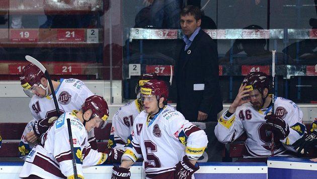 Hokejové Spartě s trenérem Josefem Jandačem zbyl po sezóně smutek. Čekají se změny.