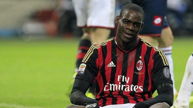 Mario Balotelli neproměnil penaltu a pro fanoušky AC to byla poslední kapka.