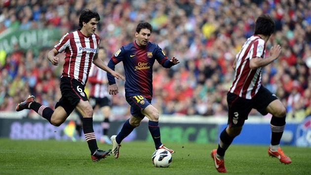 Lionel Messi (uprostřed) v utkání proti Bilbau.