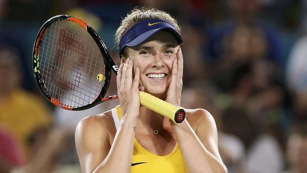 Ukrajinská tenistka Jelina Svitolinová se raduje z vítězství nad Američankou Serenou Williamsovou v osmifinále olympijského turnaje.