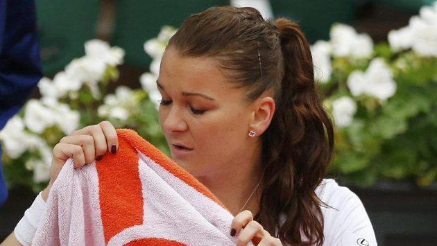 Polak Agnieszka Radwaňská během úterní dohrávky duelu s Bulharkou Pironkovovou.