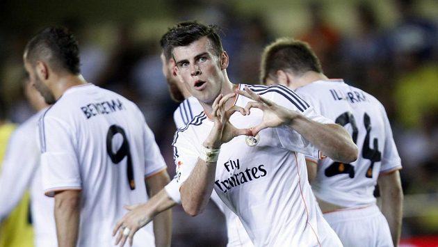 Gareth Bale slaví svoji premiérovou trefu za Real Madrid.