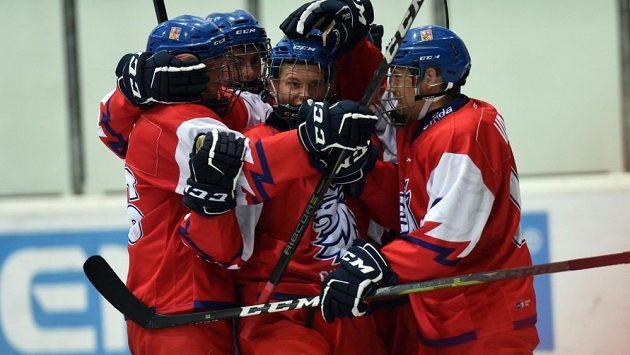 Gólovou radost si čeští hokejisté do 18 let užili v utkání s Kanadou jen jednou.