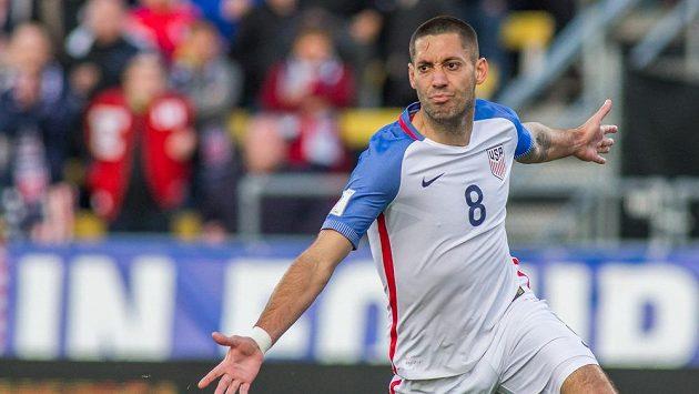 Americký útočník Clint Dempsey se raduje z gólu proti Guatemale.
