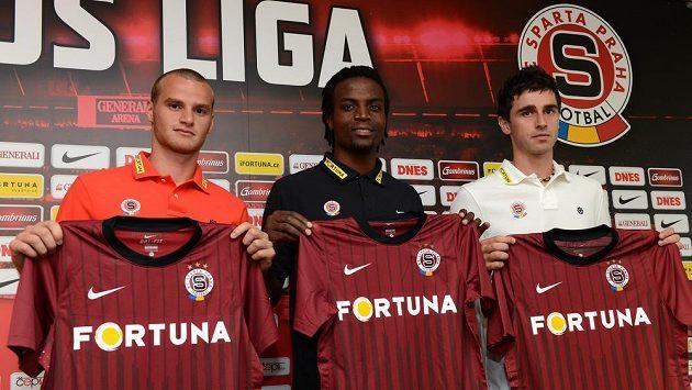 Letní posily Sparty Praha (zleva): Lukáš Pauschek, Costa Nhamoinesu a Kamil Vacek.
