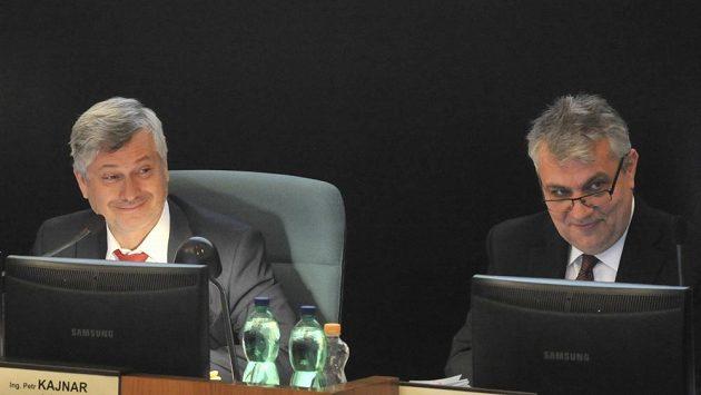 Primátor Petr Kajnar (vlevo) a náměstek primátora Dalibor Madej na středečním jednání ostravského zastupitelstva..