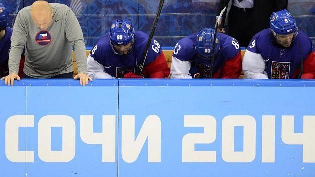 Česká střídačka krátce před koncem utkání s USA.