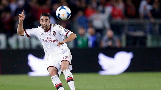 Francouzský stoper Adil Rami v barvách AC Milán.