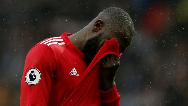 Zklamaný útočník Manchesteru United Romelu Lukaku.
