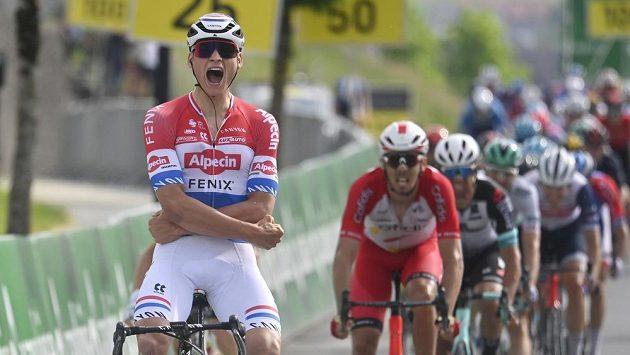 Hvězdný cyklista Mathieu van der Poel v závodě Kolem Švýcarska.