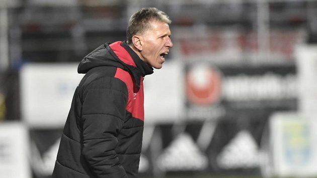 Trenér Slavie Jaroslav Šilhavý při utkání ve Zlíně.