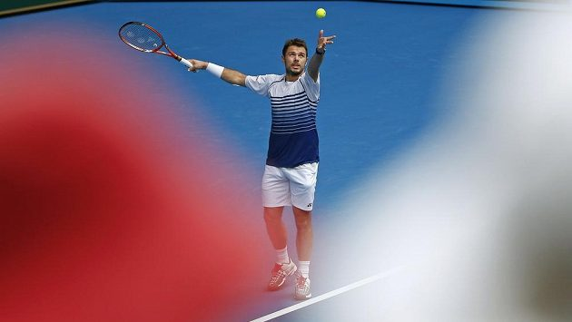 Švýcar Stanislav Wawrinka během utkání s Marselem Ilhanem z Turecka.